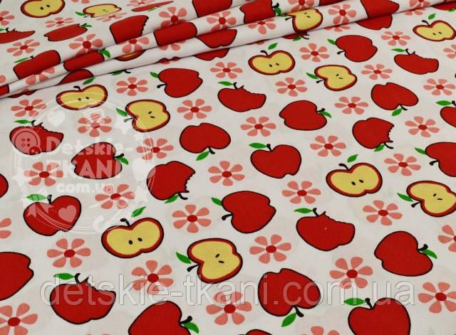 Лоскут ткани №851а с красными яблочками