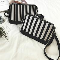 Стильная черно-белая сумка через плечо