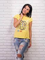 Красивая женская футболка в ярком желтом цвете