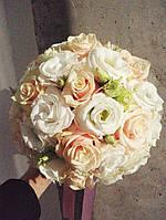 Букет невесты из кремовых роз и белой эустомы