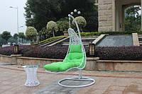 Качеля лежак из ротанга в сад