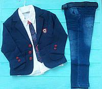 Стильный костюм на мальчика с пиджаком и джинсами