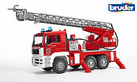 Bruder Машинка игрушечная - MAN пожарный грузовик с лестницей (+ водяная помпа + свет и звук), М1: 16