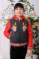 Куртка для девочки демисезонная короткая с капюшоном красная с попугаями
