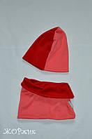 Двухцветный комплект шапка и хомут для девочки весна осень  красный + коралл
