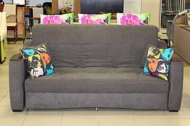 Стильный диван с подушками