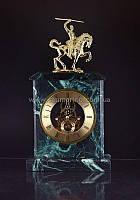 Часы настольные из натурального камня золото Воин