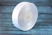 Атласная лента 2,5 см, 36 ярд (около 33 м), белого цвета оптом