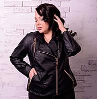 Короткая куртка-косуха больших размеров из эко-кожи Спираль