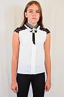 Детская подростковая нарядная блузочка с брошью под золото, украшенная кружевом