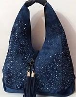 Вместительная сумка - хобо из джинсовой ткани синего цвета
