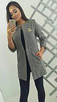 Твидовый пиджак со значком Шанель
