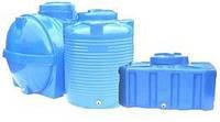 Пластиковые емкости различных форм и размеров для воды
