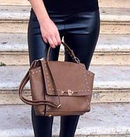 Женская сумка коричневая с металлическими заклепками