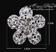 Брошь 2,3*2,3см небольшой цветок из страз 5 лепестков
