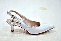 Белые кожаные босоножки на низком каблуке с открытой пяткой 2116, фото 1