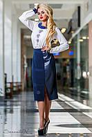 Женская классическая юбка ниже колен с кожаной вставкой синяя