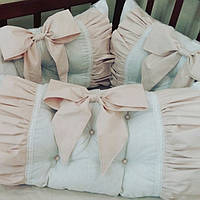 Комплект: Бортики-защита в детскую кроватку. 4 подушечки + простынка