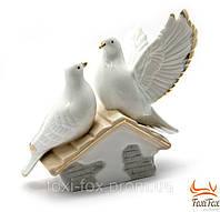 """Фарфоровая статуэтка """" Пара голубей на крыше """" 11 см"""