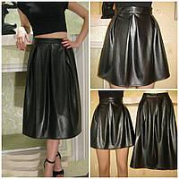 Молодежная юбка-колокол с эко-кожи