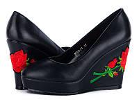 Женская обувь.Туфли на танкетке с вышивкой оптом от производителя Башили 2395-F1 (6пар 35-40)