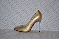 Туфли лодочки на шпильке золотого цвета