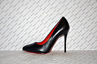 Туфли лодочки на шпильке  черные