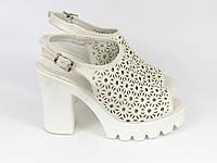 Белые босоножки на каблуке , фото 1