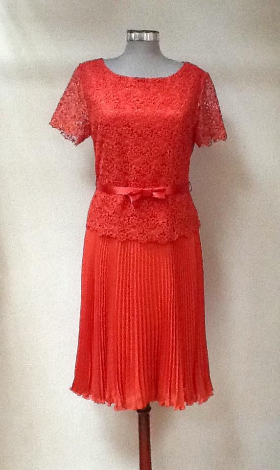 Платье Eveline кружево юбка плиссе коралловое
