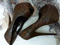 Женские коричневые туфли с открытым носком, шпилька, под крокодил, экокожа