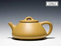 Чайник из исинской глины  Лу Ни на  220 мл с двумя пиалами  в подарочной коробке