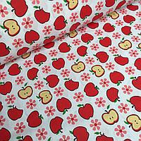 Хлопковая ткань с красными яблоками и цветочками