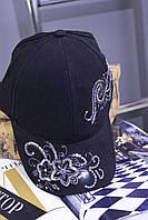 Женская кепка с пайетками