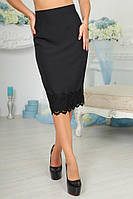 Облегающая женская черная юбка средней длинны