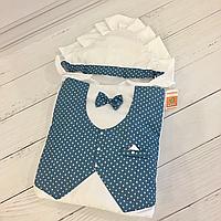 """Нарядный летний конверт-одеяло """"Джентельмен"""" для мальчика на выписку (белый с синей жилеткой со звездочками)"""