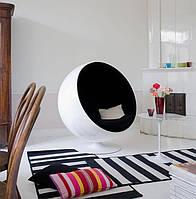 Дизайнерское кресло Ball Chair, сверхпрочный стеклопластик белого цвета, черная подушка, дизайнEero Aarnio
