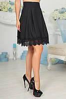 Красивая женская юбка с кружевной оборкой