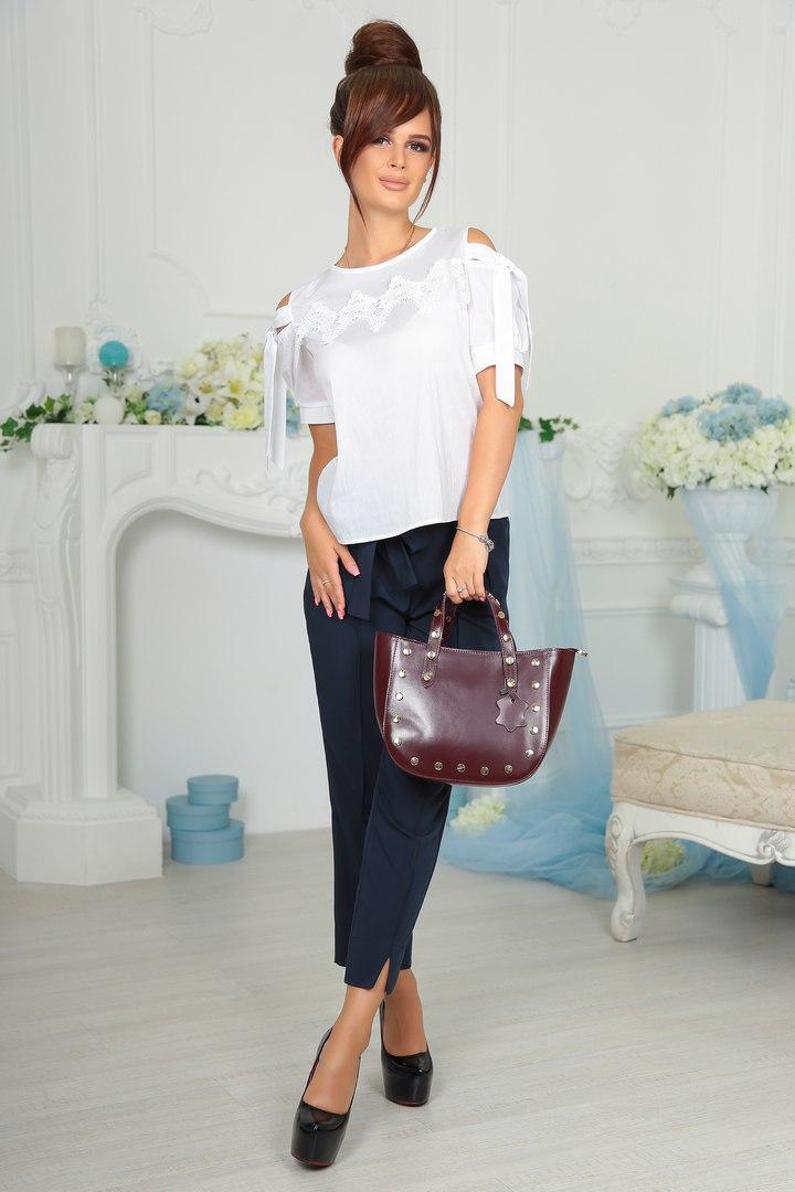 Современная женская блузка с коротким рукавом