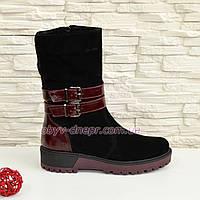 Ботинки замшевые черные женские зимние на утолщенной подошве, декорированы кожаной вставкой и ремешками.