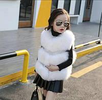 Красивая белая жилетка для девочки из меха кролика