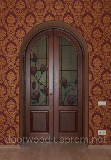 Арочная дверь, на две створки.