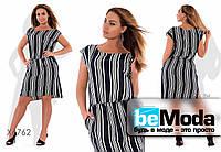 Стильное женское платье больших размеров в горизонтальную полоску черно-белое