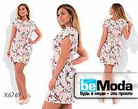 Нежное женское короткое платье с цветочным принтом и пояском в комплекте светло-розовое
