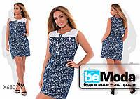 Стильное женское джинсовое платье в цветочный принт с белой вставкой темно-синее