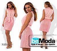 Деловое женское платье с рубашечным воротником и вставками с полосатым принтом розовое