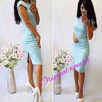 Женское строгое платье с разрезом, в расцветках