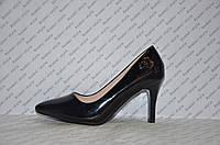 Туфли лодочки на небольшой шпильке черного цвета лаковые