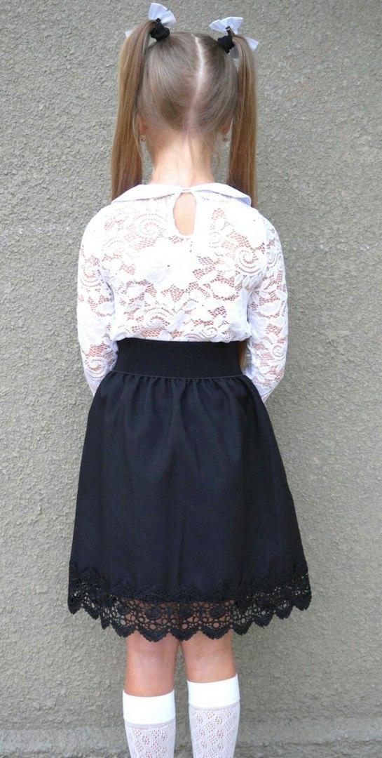 Черная школьная юбка с кружевом