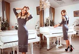 Красивое женское платье с мехом енота