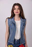 Короткая женская джинсовая жилетка